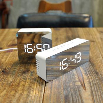 鏡面時鐘 鬧鐘 LED鏡子鐘 多功能鏡面LED鐘 電子鬧鐘 USB供電 化妝鏡