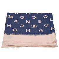CHANEL 經典雙C LOGO字母印花菱格紋羊絨混絲披/圍巾(海軍藍X駝)