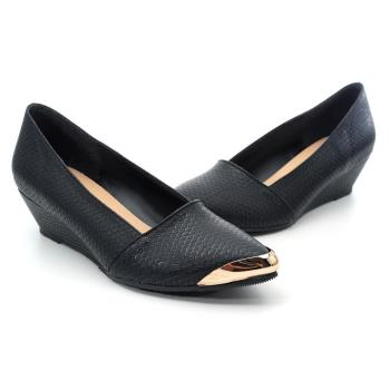 【 cher美鞋】MIT金片小尖頭楔型質感蛇紋坡跟美鞋-黑色-0651151489-03