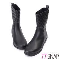 TTSNAP雨靴-俏甜顯瘦小香菱格紋中筒防水靴 黑