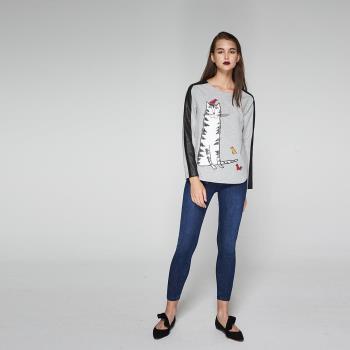 ICHE衣哲 時尚貓刺繡印花鑲飾側拼接造型上衣-灰