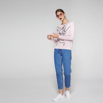 ICHE衣哲 抽象人像勾勒印花針織造型上衣(兩色)-粉