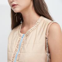 ICHE衣哲 時尚抽皺設計拼接撞色綁帶保暖造型背心-駝