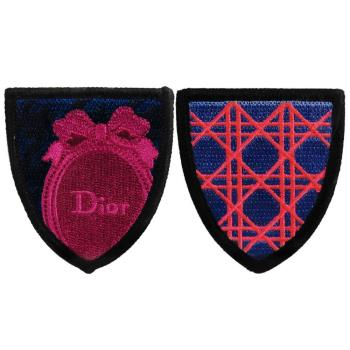 Dior 迪奧 藤格紋徽章別針(Cannage badge)+橢圓Logo徽章別針(Oval badge)