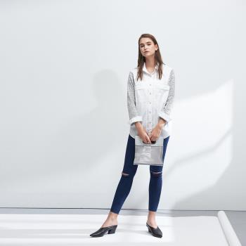 ICHE衣哲 百搭設計款拼接口袋造型長版襯衫白