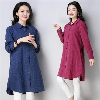 【REKO】休閒時尚點點印花寬鬆長版襯衫M-2XL(共二色)