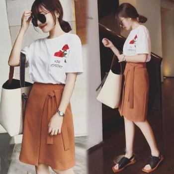 韓國KW  氣質玫瑰刺繡上衣+綁帶A字裙套裝