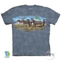 摩達客 (預購)(大尺碼4XL/5XL)美國進口The Mountain 斑馬群聚 純棉環保藝術中性短袖T恤
