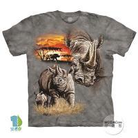 摩達客 (預購)(大尺碼4XL/5XL)美國進口The Mountain 夕陽犀牛 純棉環保藝術中性短袖T恤