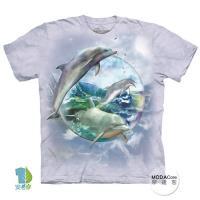 摩達客     大 3XL 美國 The Mountain 海豚水晶球 純棉環保藝術中性短袖T恤