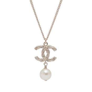 CHANEL 經典雙C麻花造型水鑽鑲嵌珍珠墜飾項鍊(金)