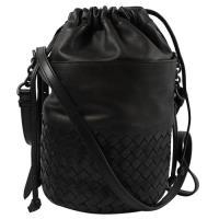 BOTTEGA VENETA 431568 經典手工編織小牛皮斜背束口水桶包. 黑