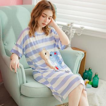 lingling日系 微笑熊條紋牛奶絲前短後長連身裙睡衣(共二色, 全尺碼)