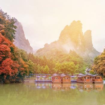 秋季早鳥-張家界桃花源古鎮+雲天渡玻璃橋雙山8日(無購物)旅遊