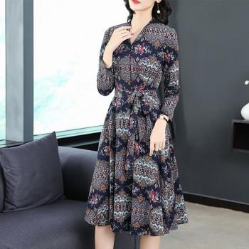 REKO-時尚V領歐美印花繫帶氣質洋裝M~2XL