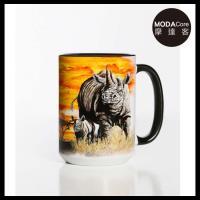 摩達客(預購)美國The Mountain 夕陽犀牛 圖案設計藝術馬克杯 440ml