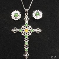 【品澐珠寶】-現貨 天然A貨 緬甸玉 翡翠 蛋面鑲嵌十字架吊墜項鍊+耳釘套組 925銀白金色