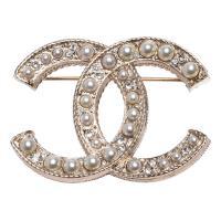 CHANEL 經典雙C LOGO珍珠/水鑽鑲嵌金屬胸針(金)