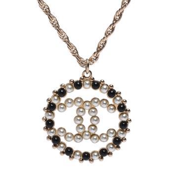 CHANEL 經典CC LOGO鏤空墜飾圓形滾邊黑白珍珠鑲嵌造型項鍊(金)