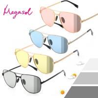 【MEGASOL】寶麗萊UV400時尚中性雷朋偏光太陽眼鏡變色墨鏡(感光智能變色灰片彩片全天候適用-BS8605)