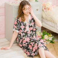 lingling日系 印花V領蕾絲牛奶絲短袖連身睡衣(大尺碼,共二色)