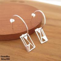 【海洋盒子】獨特時尚。質感亮面半環幾何方形亮片925純銀垂墜式耳環