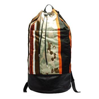 GIVENCHY 經典條紋X迷彩尼龍抽繩水桶後背包(墨綠X橘14M5710331-960)