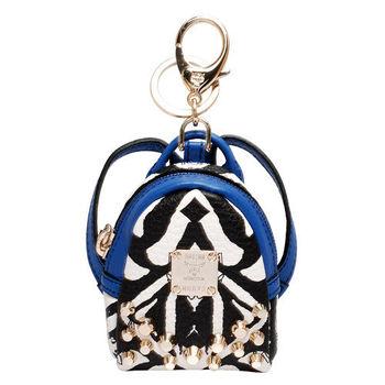 MCM 經典斯塔克鉚釘拉鍊斑馬紋帆布後背包吊飾(藍)