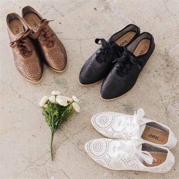 TTSNAP休閒鞋-尖頭鐳射雕花綢帶平底鞋-黑/白/棕-行動