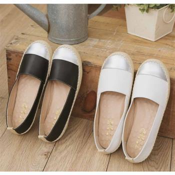 TTSNAP平底鞋-MIT異材質拼接真皮休閒樂福鞋-優雅白-行動