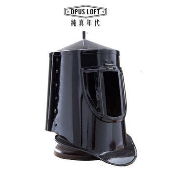 OPUS LOFT純真年代 中世紀復古筒形黑武士頭盔(含立架) IR80654