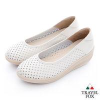 Travel Fox(女) 洞洞搖擺厚底牛皮楔型鞋- 米