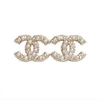 CHANEL 香奈兒經典CC LOGO 大小珍珠鑲嵌穿式耳環(金)
