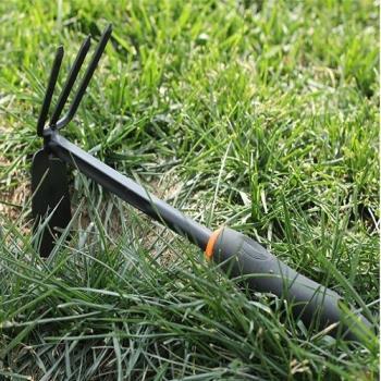 [協貿國際]花園工具黑膠小工具鋤頭 膠柄兩用鋤除草鋤頭松土耙子 單個價