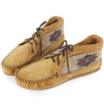 MINNETONKA 沙棕色麂皮刺繡莫卡辛 女短靴-571