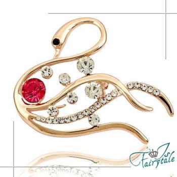 【伊飾童話】水漾天鵝*紅水晶水鑽胸針