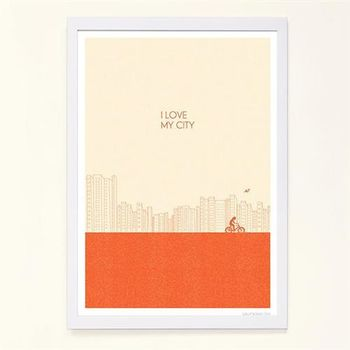 【摩達客】西班牙知名插畫家Judy Kaufmann藝術創作海報掛畫裝飾畫-我愛我的城市(橘紅色) (附Judy本人簽名)(含木框)