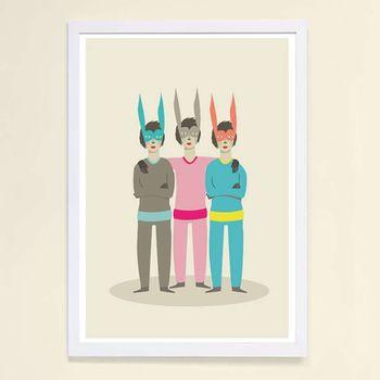 【摩達客】西班牙知名插畫家Judy Kaufmann藝術創作海報掛畫裝飾畫-三胞胎兔面具 (附Judy本人簽名)(含木框)