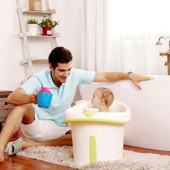 babyhood 維尼幼兒坐式泡澡桶 附浴凳 趣味小水勺