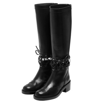 CHANEL經典雙C車紋LOGO皮革抽繩交叉裝飾小牛皮低跟長靴(黑-37.5)