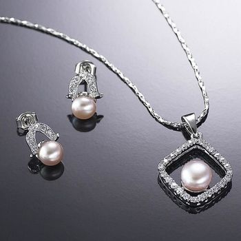 (小樂珠寶) 珍珠項鍊的色澤亮麗,更突顯出珍珠的設計感--頂級天然珍珠項鍊多件式套組