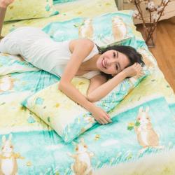eyah宜雅 全程台灣製100%頂級精梳棉雙人床包枕套三件組-綠色原野上的小兔旅人