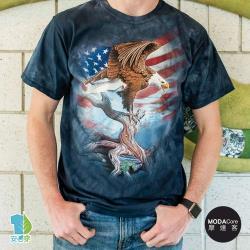 摩達客(預購)美國進口The Mountain 愛國站立鷹 純棉環保藝術中性短袖T恤-3XL