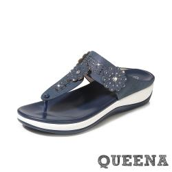 【QUEENA】唯美花朵水鑽拼接波西米亞民族風T字厚底舒適拖鞋 藏青