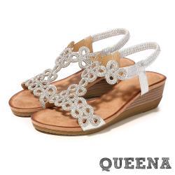 【QUEENA】璀璨美鑽花朵意象平口露趾華麗坡跟涼鞋 銀