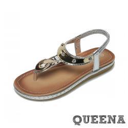 【QUEENA】時尚金屬釦飾T字造型平底羅馬涼鞋 銀