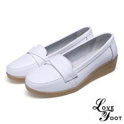 【LOVE FOOT 樂芙】真皮翻折一字帶造型舒適休閒坡跟鞋 白