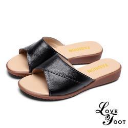 【LOVE FOOT 樂芙】真皮反折交叉造型時尚舒適坡跟拖鞋 黑
