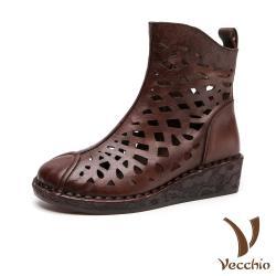 【Vecchio】真皮頭層牛皮復古縷空造型舒適坡跟短靴 棕