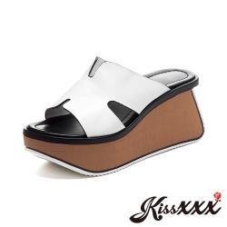 【Kissxxx】真皮頭層牛皮經典百搭造型異形木紋塊跟厚底拖鞋 白